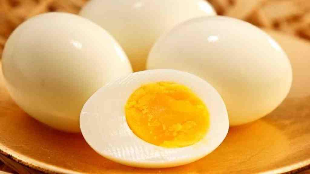 Comment enlever facilement les œufs durs?