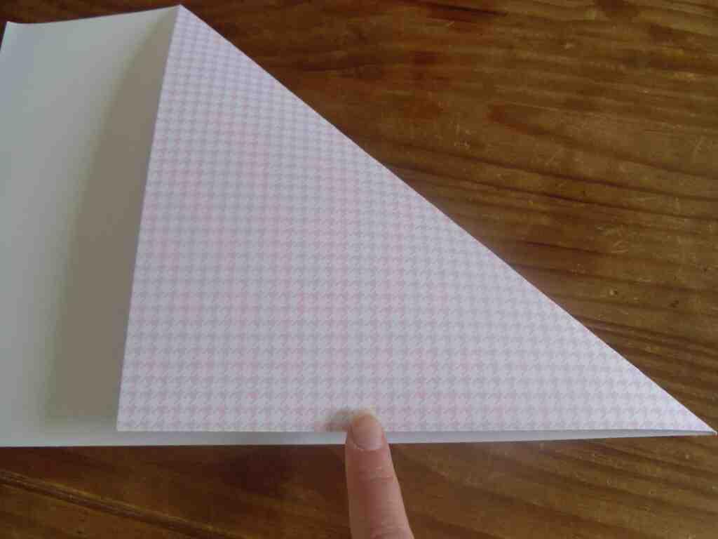 Comment faire une enveloppe avec du papier cadeau?