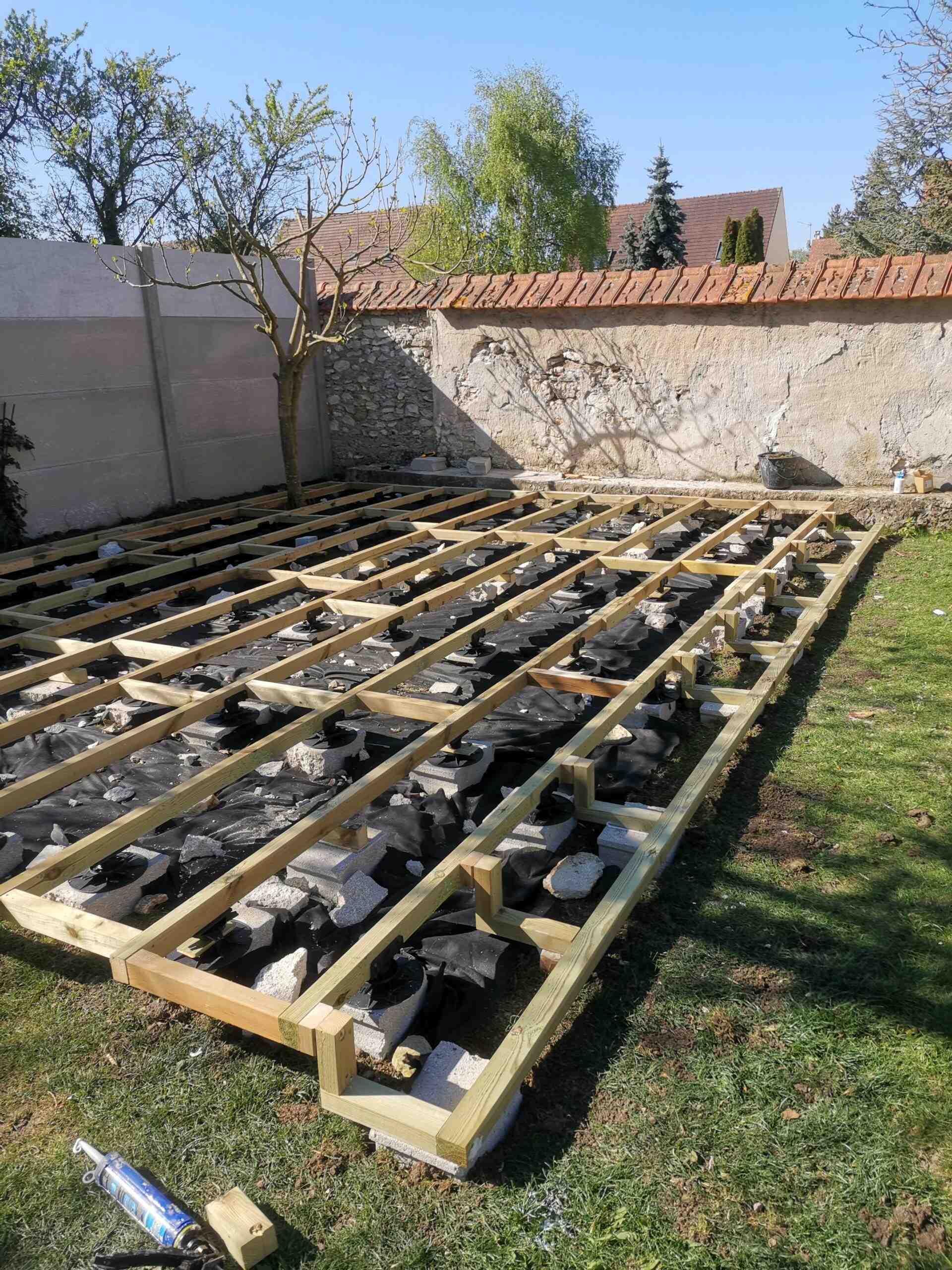Comment faire une terrasse en bois sans dalle de béton?