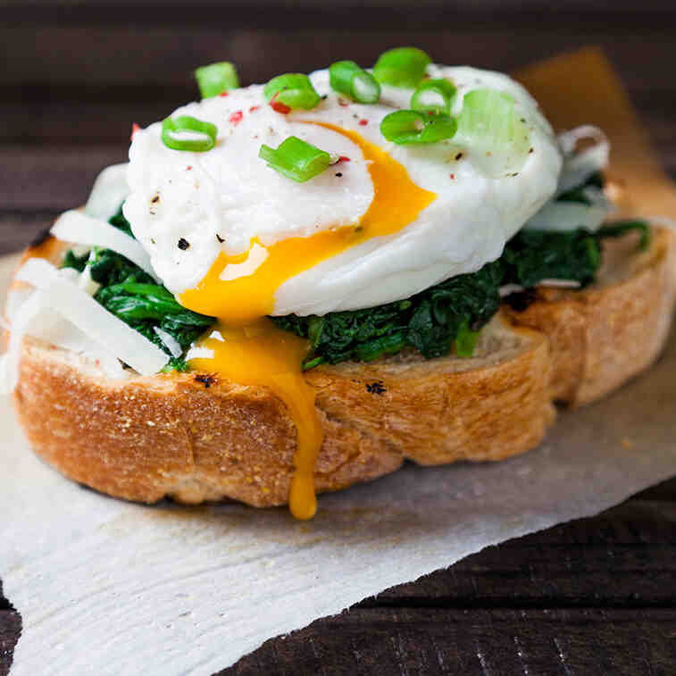Quelle est la différence entre un œuf poché et un œuf à la coque?